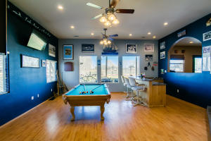 26 game room and wet bar
