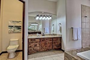 8420 Florence NE - Twin Vanities & WC