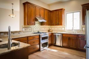 7 Sunrise Drive Kitchen a