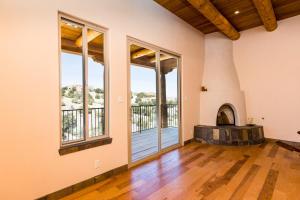 7 Sunrise Drive Living Room c
