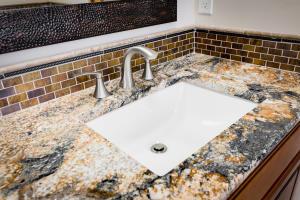 7 Sunrise Drive Master Bath Detail