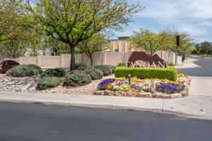 6817 MEDINAH LANE NE, ALBUQUERQUE, NM 87111  Photo 2