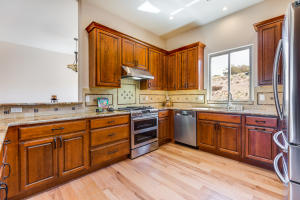 7 Sunrise Drive Kitchen b