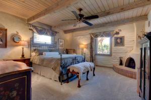 H11 Bedroom