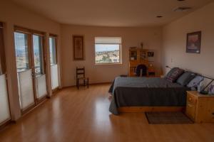 14Master bedroom