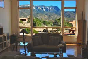 26Sandia+ livingroom