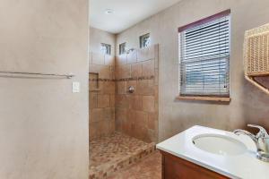 Casita_Bathroom