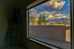 43 SKY MOUNTAIN ROAD, PLACITAS, NM 87043  Photo