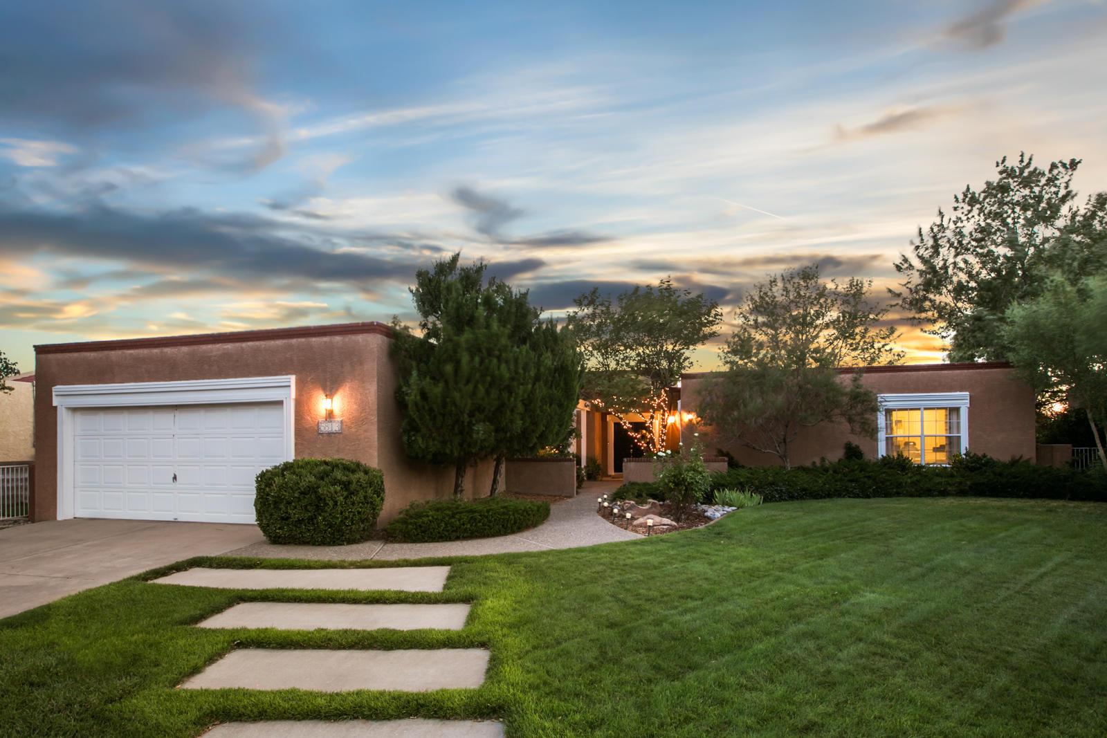 5813 Papaya,Albuquerque,New Mexico,United States 87111,4 Bedrooms Bedrooms,3 BathroomsBathrooms,Residential,Papaya,917289