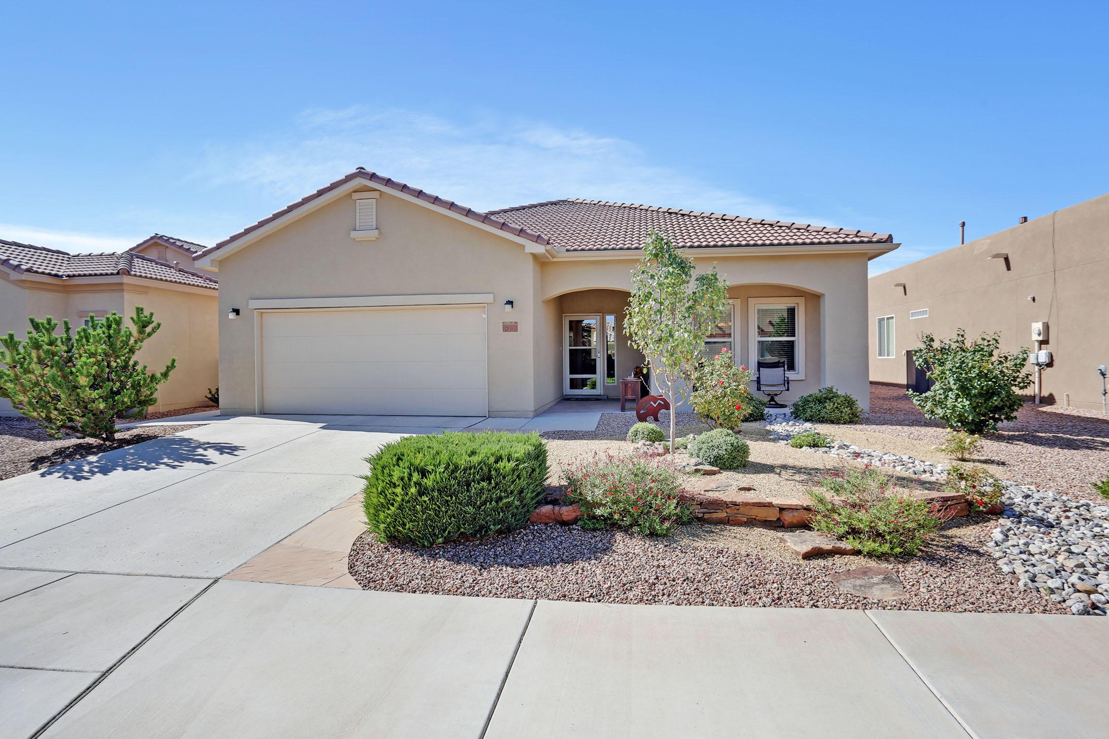 1042 Golden Yarrow,Bernalillo,New Mexico,United States 87004,3 Bedrooms Bedrooms,3 BathroomsBathrooms,Residential,Golden Yarrow,927353