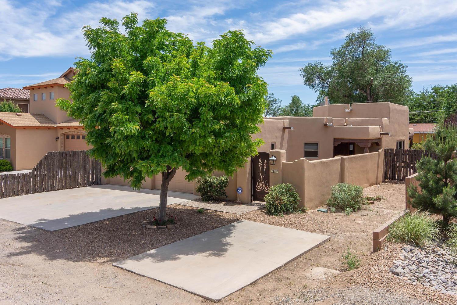 216 NICO TRAIL NW, LOS RANCHOS, NM 87114