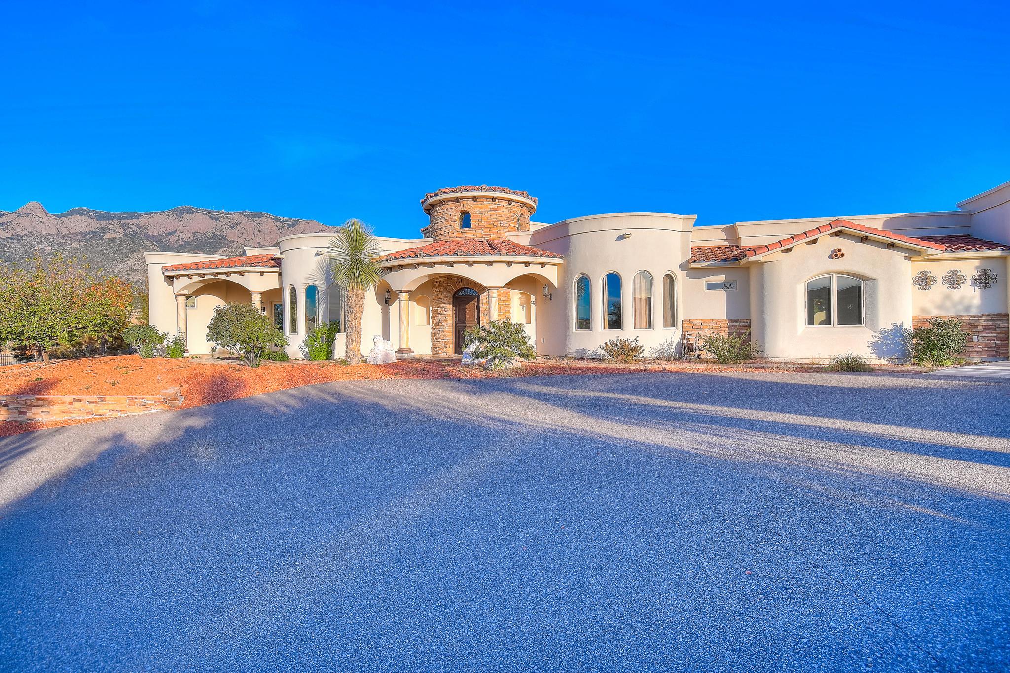 Photo of 10896 Elena Avenue NE, Albuquerque, NM 87122