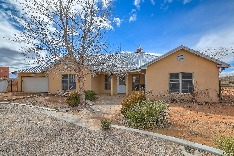 5690 NE Iris Road, Rio Rancho, New Mexico