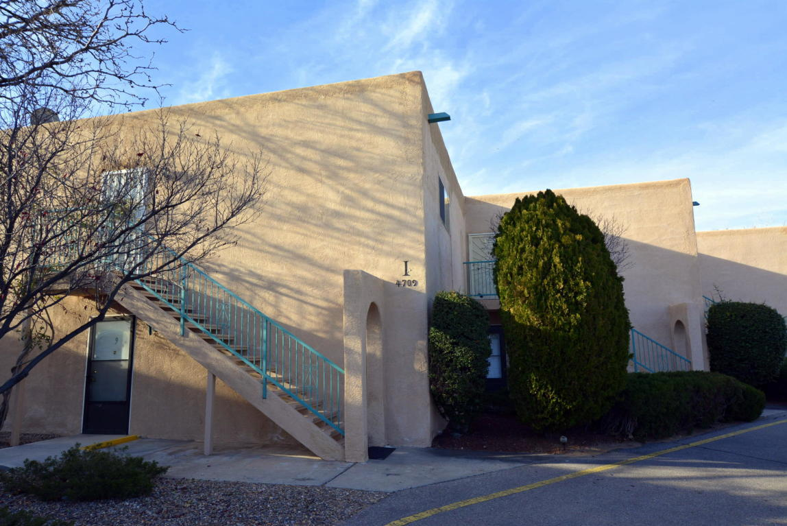 4709 NW Country Club Lane, Northwest Albuquerque and Northwest Heights, New Mexico