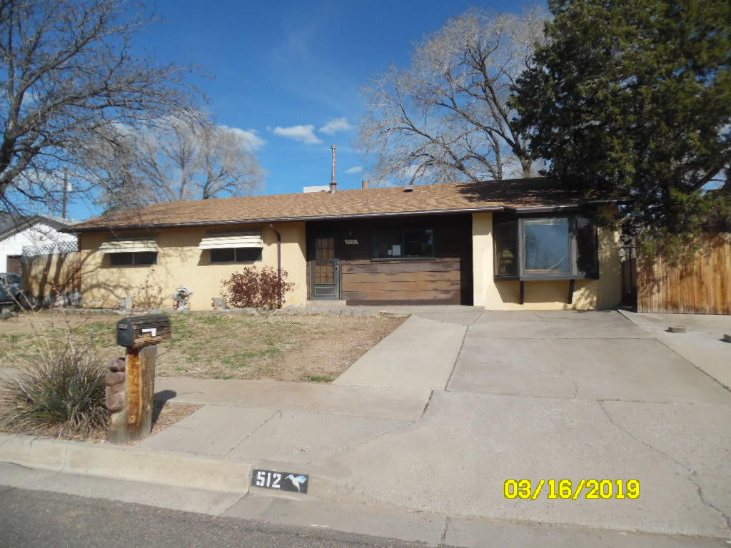 512 NE Hillview Court, Albuquerque Northeast Heights, New Mexico