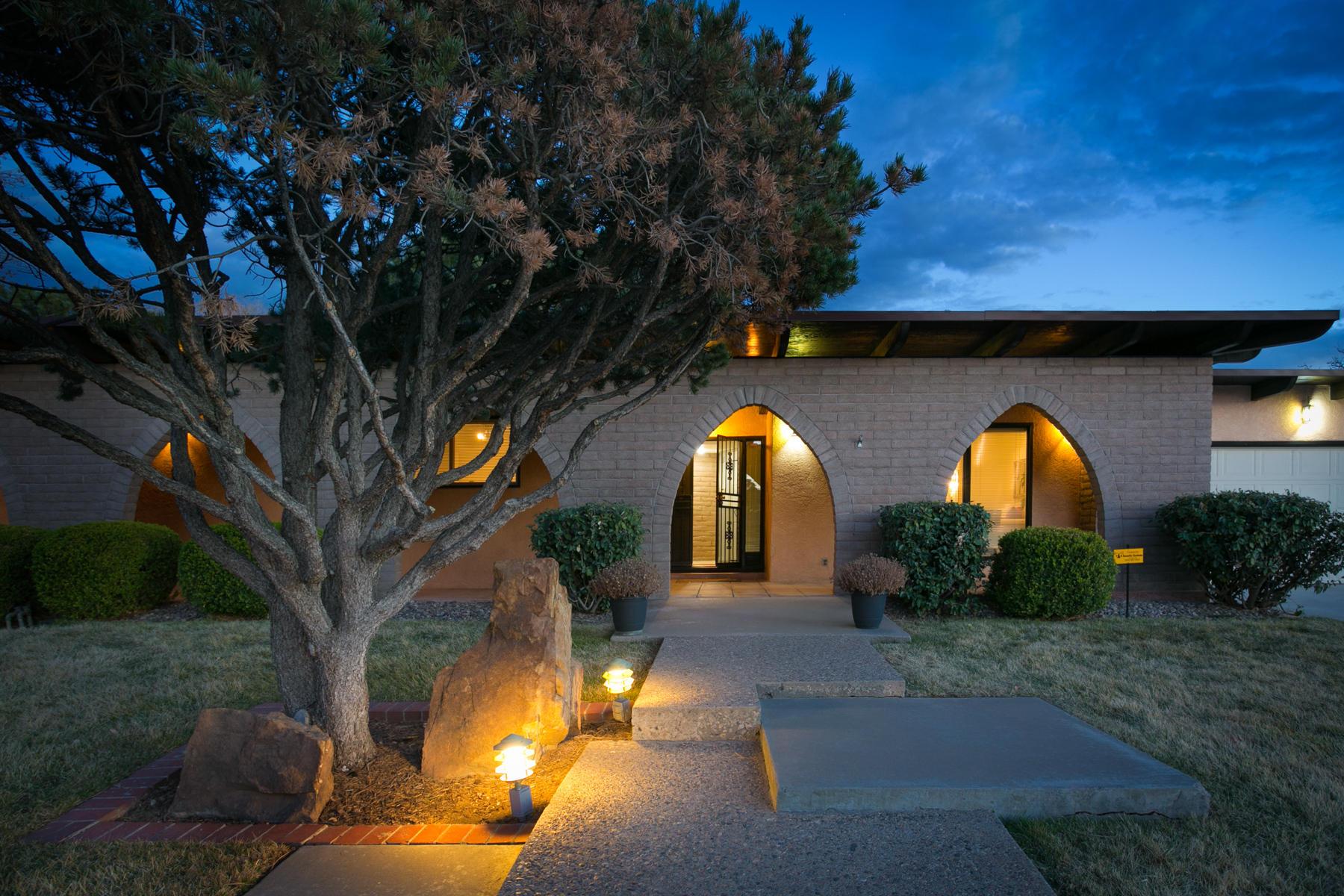 8618 NE La Sala Del Centro, Albuquerque Northeast Heights, New Mexico