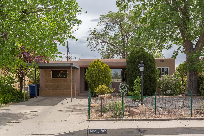Photo of 924 Palomas Drive SE, Albuquerque, NM 87108