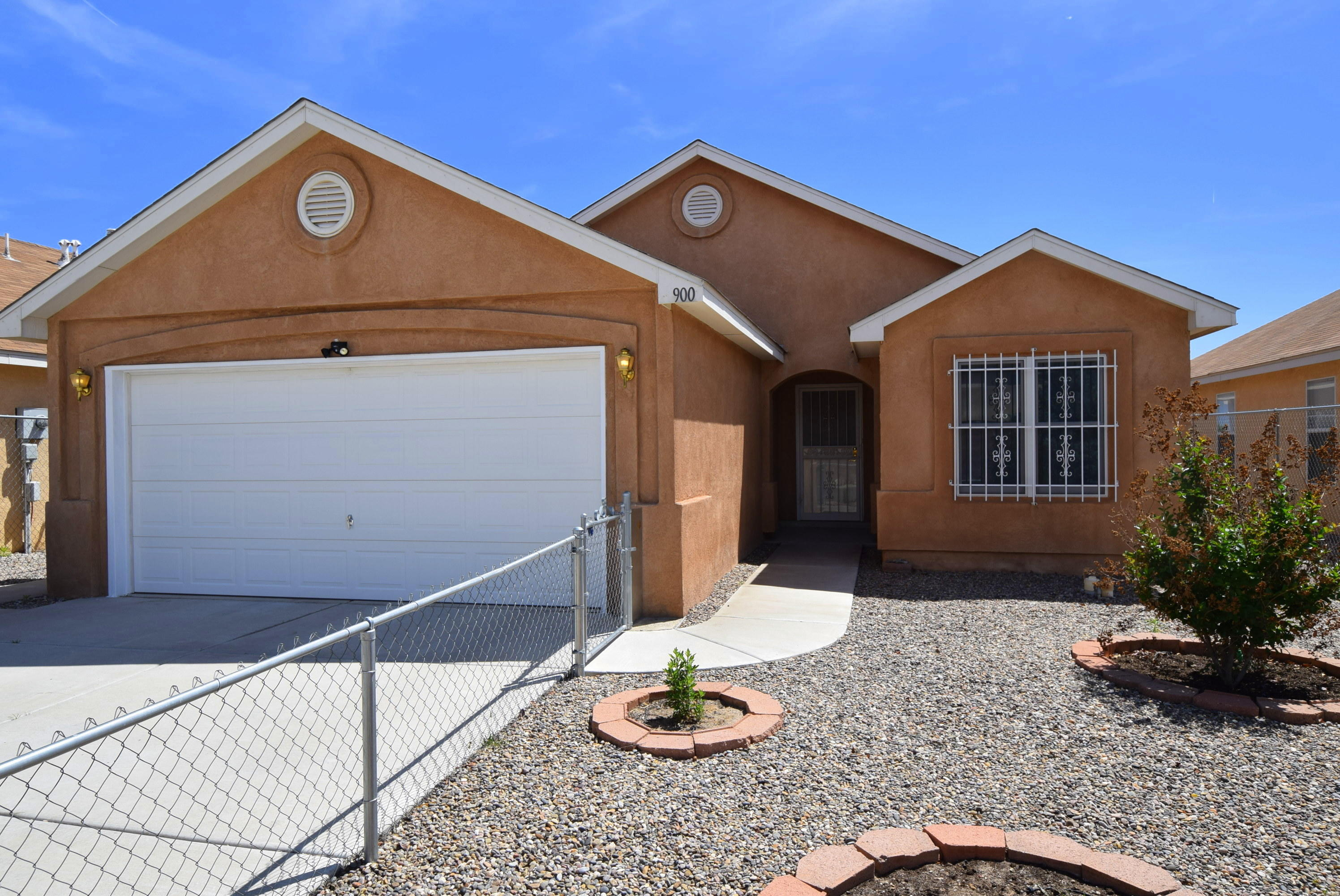 Photo of 900 Brackett Drive SW, Albuquerque, NM 87121