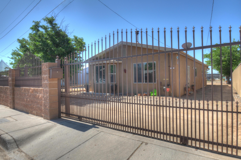 Photo of 522 Headingly Avenue NW, Albuquerque, NM 87107