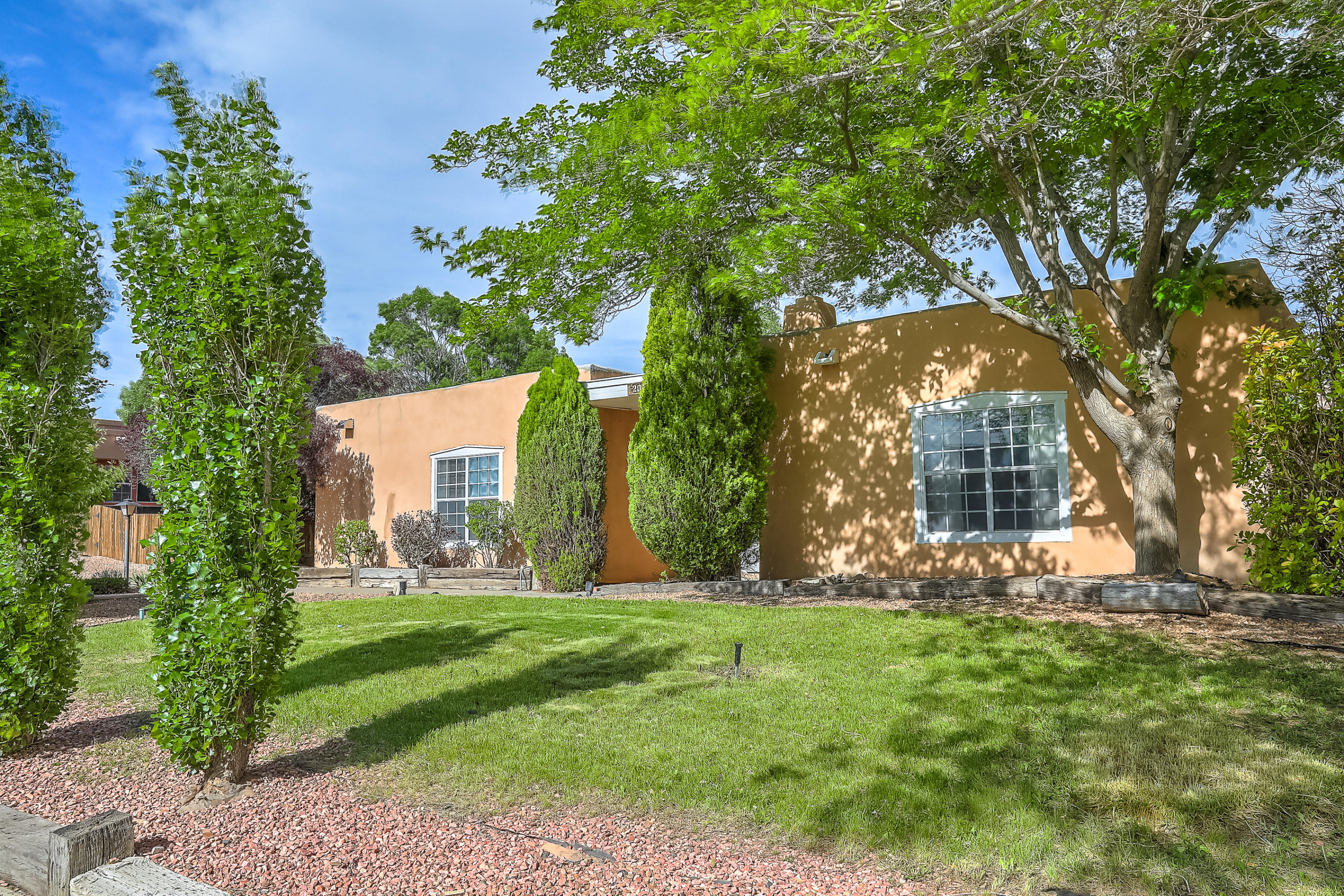 204 NE Montana Wells Road, Rio Rancho in Sandoval County, NM 87124 Home for Sale
