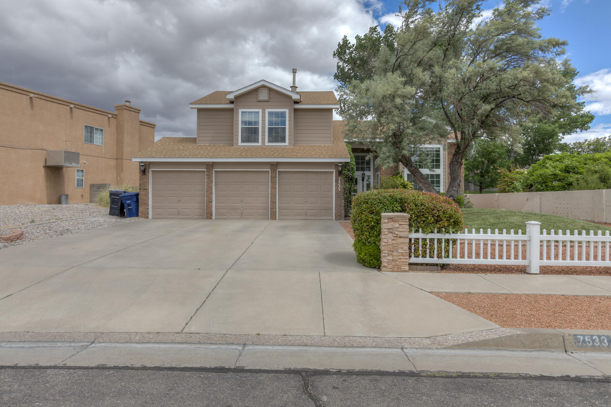 One of Northwest Albuquerque and Northwest Heights 4 Bedroom Homes for Sale at 7533  Deerfield Road