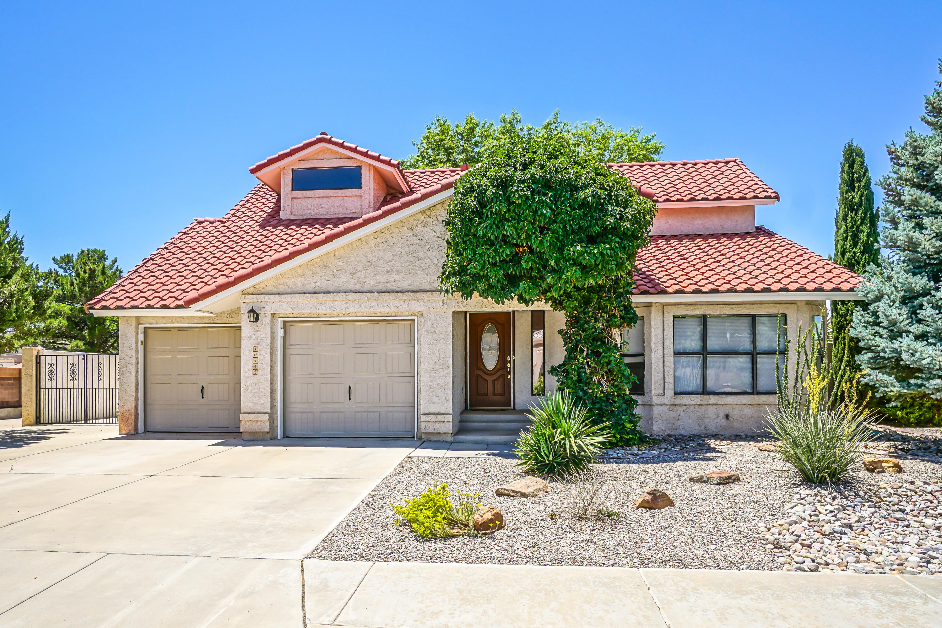 One of Northwest Albuquerque and Northwest Heights 3 Bedroom Homes for Sale at 10545 NW Calle Sombra