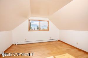 2nd bedroom facing west