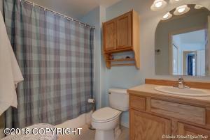 Guest Suite -Full Bath
