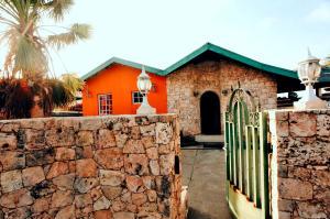 Residential-Casa En Ventaen Noord, Noord, Aruba, AW RAH: 17-55