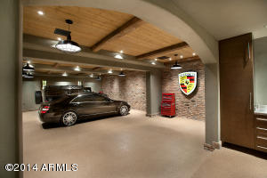 15 - Three Car Display Garage