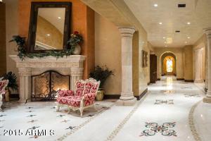 08LivingRoom-Hallway