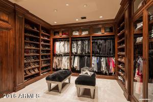 Her Master Closet Craftsmanship