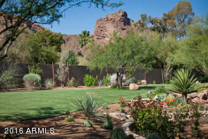 Guest House Yard Camelback Mountain
