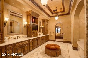 Master Bathroom (2)