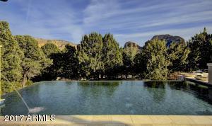 Beautiful Pool & View