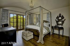 Upper Lg Bedroom