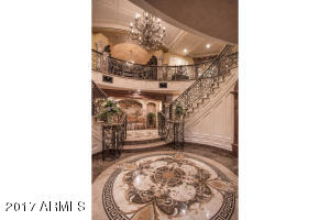 06 GRAND TWIN STAIRCASE