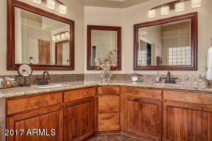 Master bath w/His &Her sinks