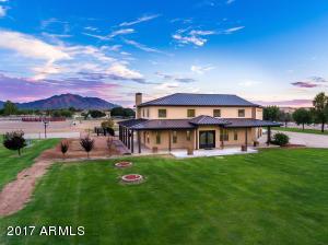 Property for sale at 3637 E Brooks Farm Road, Gilbert,  Arizona 85298