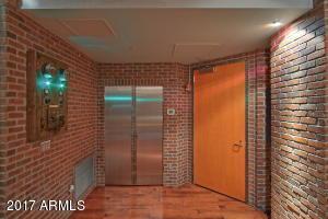 5-42-Foyer