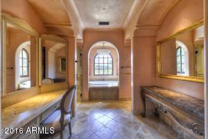 021_Master Bath-Hers (1)