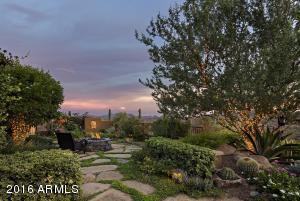 058_Private English Garden