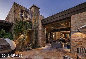 063_Outdoor Living Room