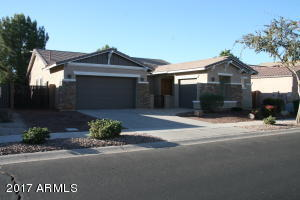 Photo of 713 E TORREY PINES Place, Chandler, AZ 85249