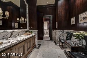 032_Guest Bath - Lounge