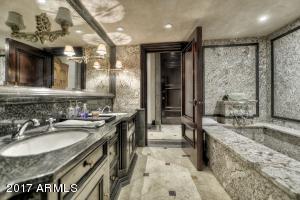 044_Guest Suite-Bath