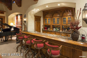 Family Room's Wet Bar