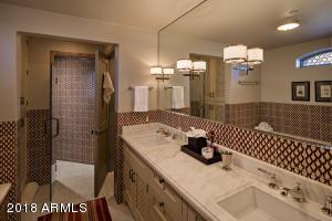 030_Guest Bathroom