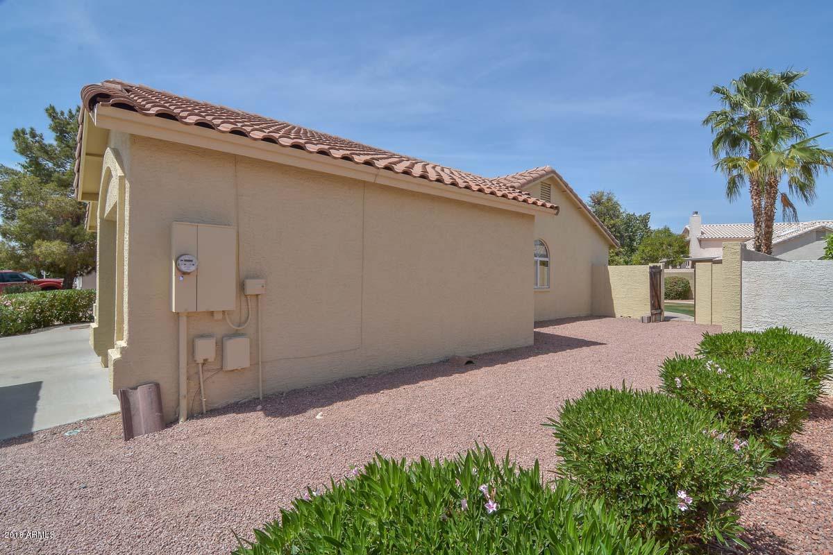 MLS 5752391 7174 W KIMBERLY Way, Glendale, AZ Glendale AZ Waterfront