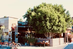 Local Postino patio